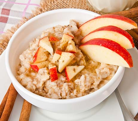 Recipe of the Month: Oatmeal with Apples, Pecans and Cinnamon